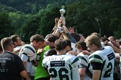 KIT SC Engineers feiern mit Pokal