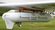 Transmitter on the wing of the aircraft. A small parabolic antenna ensures the correct alignment with the ground station. Photo: R. Sommer/ Fraunhofer FHR