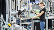 Agile production systems with learning robots make industrial production fit for the future. (Photo: Sandra Goettisheim, KIT)