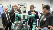 Visiting KIT at the Intelligent Robot ARMAR-6 (from left to right): Tamim Asfour, KIT, Minister-President Winfried Kretschmann, Federal Chairman of the Green Party Robert Habeck, Vice President of KIT Thomas Hirth (Photo: Markus Breig, KIT )