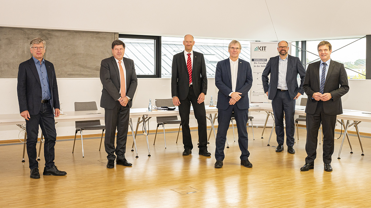 From left: Dr. Thomas Rettich (Trumpf), Professor Thomas Hirth, Professor Sven Matthiesen, Professor Holger Hanselka (all KIT), Professor Thomas Schneider und Dr. Heinz-Jürgen Prokop (both Trumpf)
