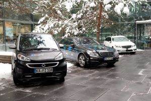 Parallel to the event, test vehicles were presented by the partners. (Photo: Eberhardt/Ulm University)