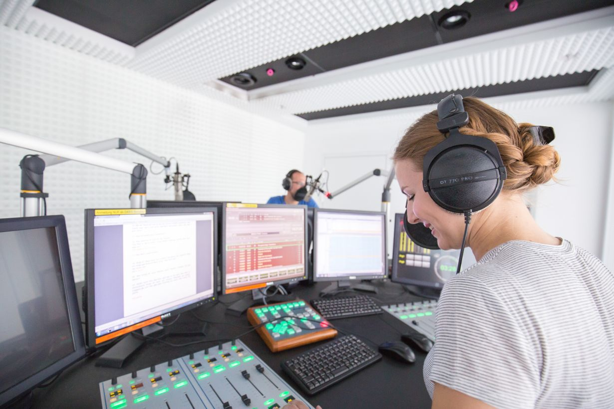 At the pulse of the campus: The Karlsruhe inter-university campus radio will start on Wednesday, May 17. (Photo: KIT)