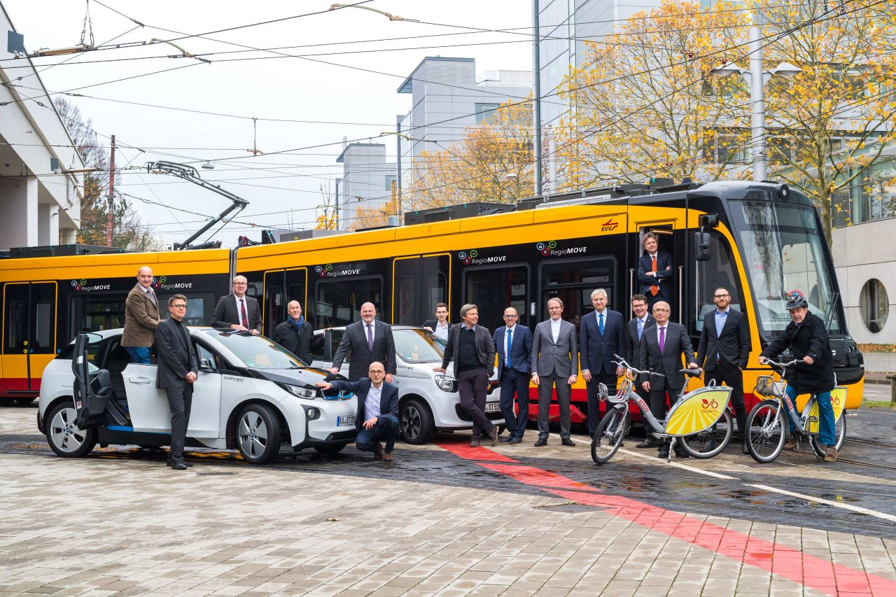 The consortium partners of the RegioMOVE project consider all types of mobility. (Photo: KVV/Peter Hennrich)