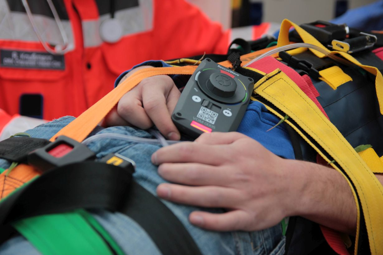 Thanks to the intuitive operability of the system, rescue forces can concentrate on emergency medical care. (Photo: VOMATEC Innovations GmbH)
