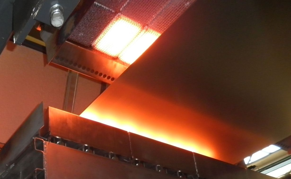 Steel strip drying after pretreatment with an infrared radiant burner (photo: GoGaS Goch GmbH & Co. KG)
