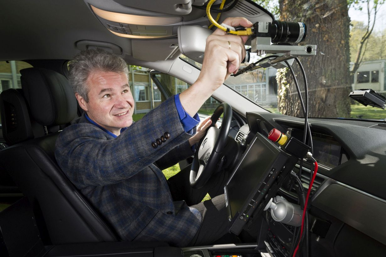 In his lecture at the KIT Colloquium Fundamentale, Professor Christoph Stiller will address how autonomous cars perceive the world around them. (Photo: Patrick Langer, KIT)