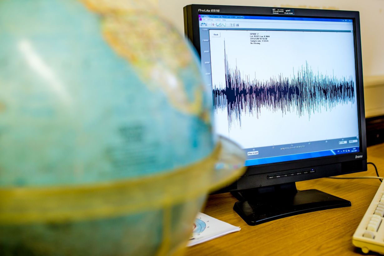 Until now, a lot of human expertise was required to evaluate seismic waves. The neural network of KIT now allows for a faster evaluation of more data. (Photo: Manuel Balzer, KIT)