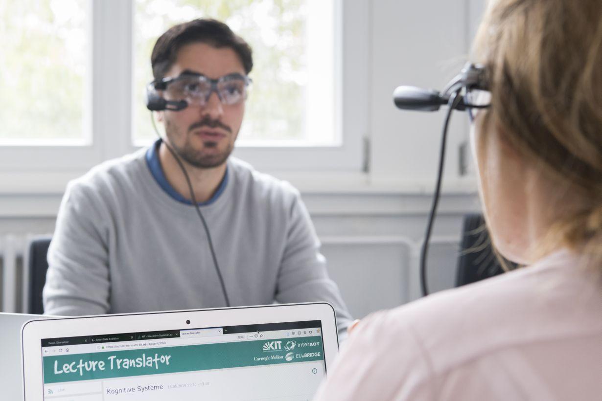 """Der """"Lecture Translator"""" des KIT liefert dank überlegenem Spracherkennungssystem zukünftig bessere Ergebnisse mit minimaler Verzögerung. (Foto: KIT)"""
